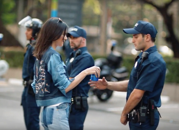 Kendall Jenner Pepsi protest marchers ad handing Pepsi to young cop to show no hard feelings we can be friends come join us
